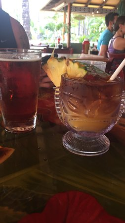 Cheeseburger Grille And Tap Room: Mai Tai and draft beer