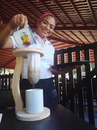 Guapiles, Costa Rica: Café chorreado en su mesa