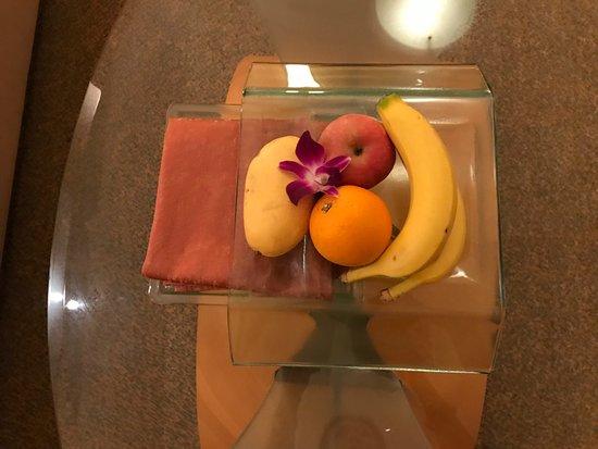 Makati Shangri-La Manila: Fruit
