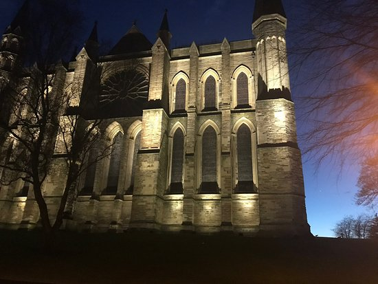 Durham Cathedral: Dusk view of cathedral