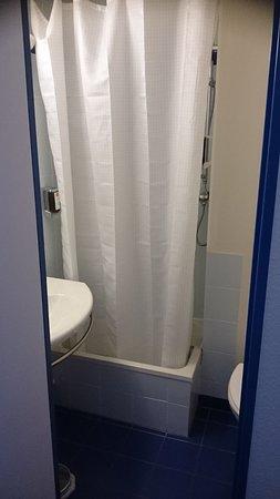 Hôtel Athéna Friville: Salle de bain de la chambre