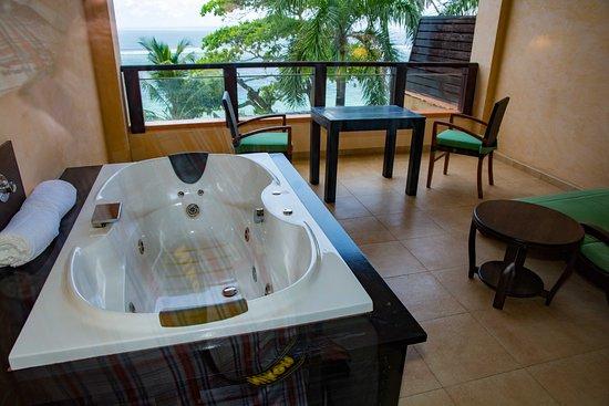 Anse Forbans, Σεϋχέλλες: Whirlpool auf dem Balkon