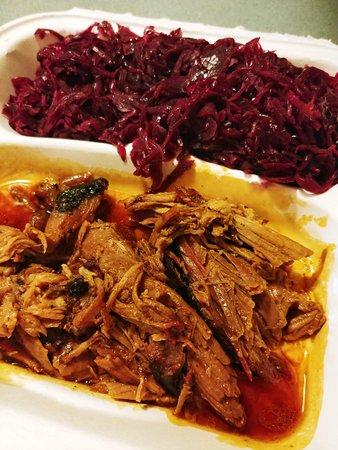 Glens Falls, Estado de Nueva York: Midnight Pork Entree with a Double Side of Braised Red Cabbage