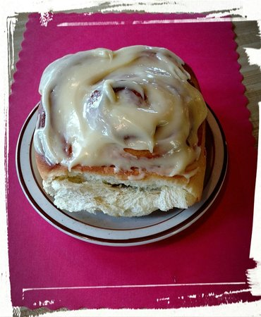 Pequot Lakes, MN: Giant Cinnamon Roll!