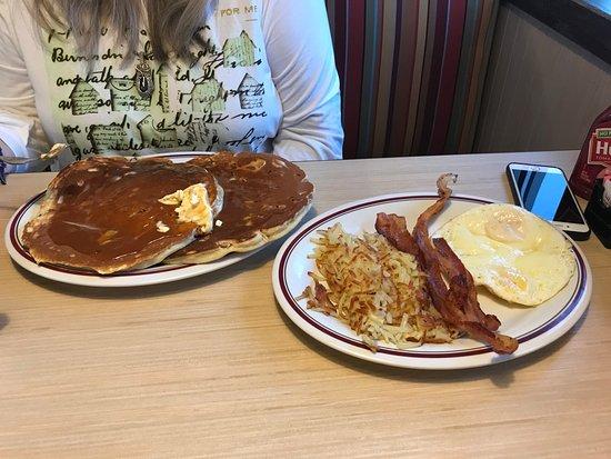 Lanham, MD: Pecan Pancakes