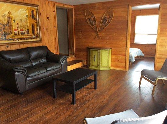 Madawaska, Canadá: Cottage Living room Section 2
