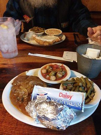 Grandview, TX: Chicken fried steak and Hamburger steak