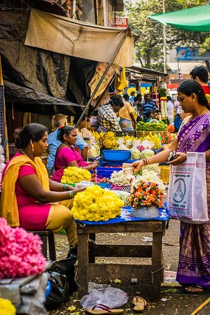 Bazaar Trail Walking Tour in George Town: Women selling flowers!