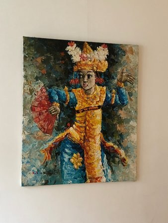Le Quartier Sonang: Artwork across from the bed