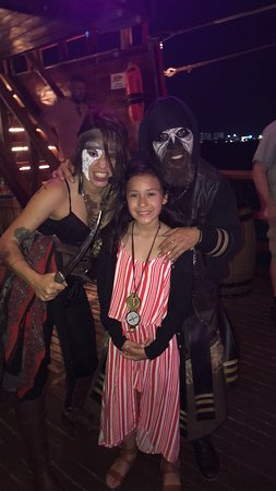 Barco Pirata Jolly Roger Cancún: Amazing