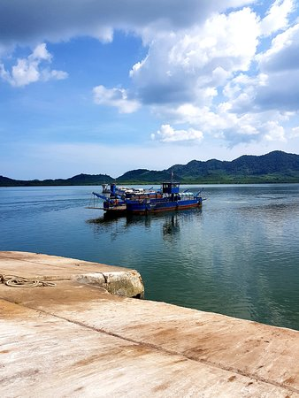 Ko Lanta, Thailandia: Saladan pier at the mainland side