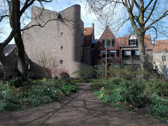 Deventer, Nederland: The cosy convent garden close by