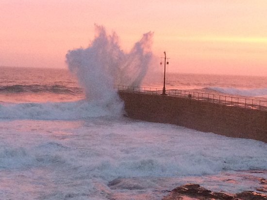 Porthleven Harbour: Don't walk on the jetty!!!!