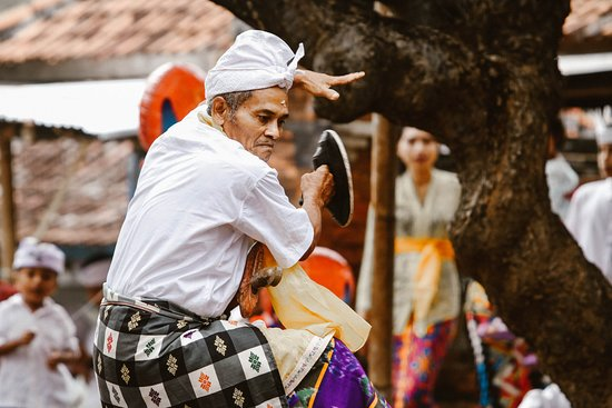 Singaraja, Indonesia: Express our gratitude to our ancestors by dancing