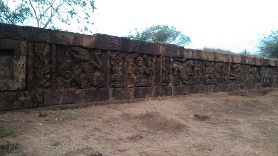 Bilin, Birma: Old City Wall made by laterite at Zoke Loke Village
