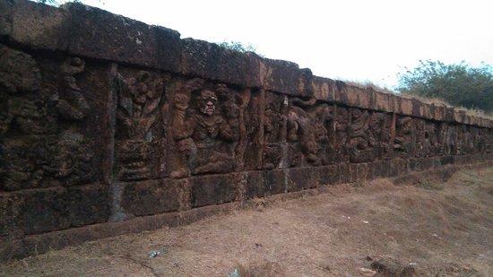 Bilin, Birma: Old City Wall at Zoke Loke Village