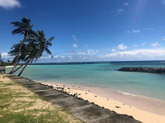 Savai'i, Samoa: Beach next to the fales.