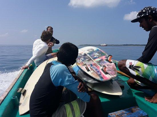 Meemu Atoll: On the way to next surf Break