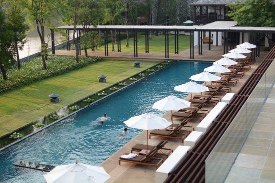 Anantara Chiang Mai Resort: Gorgeous pool with amazing staff (Thank you, Tam!)