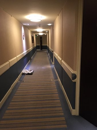 Fairmont Monte Carlo: Corridor leading to our room with room service tray not collected