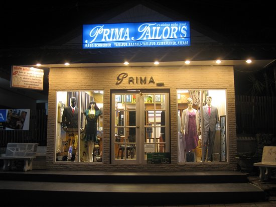 Bang Lamung, Ταϊλάνδη: Prima tailors at night time.