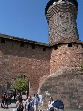 Nuremberg Free Walking Tour: Subida al castillo de Nuremberga, muy bien consevado