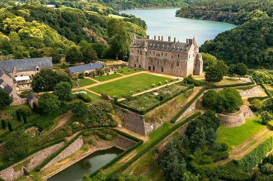 Brittany, Prancis: Domaine départemental de la Roche-Jagu : parc château jardins