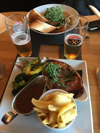 Three Pigeons Inn: Delicious pie of the day