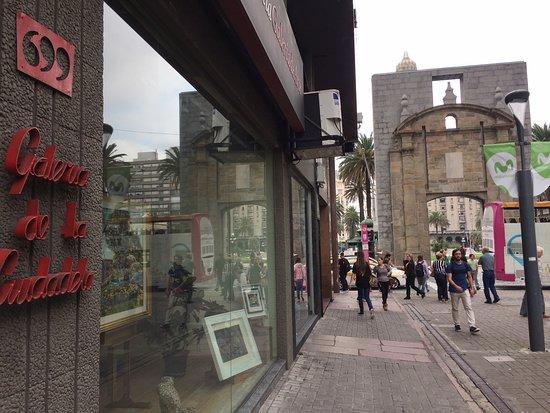 Montevideo Department, أوروجواي: Nuestra galeria se encuentra a pasos de la la Puerta de la Ciudadela.