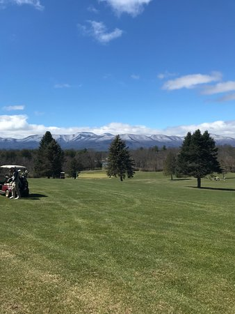 Freehold, NY: The 5th hole is fun and challenging with a good layout. The view is pretty sweet too!