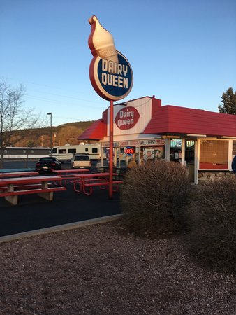 Estados Unidos: Old school Dairy Queen sign and yes we stopped for a cone