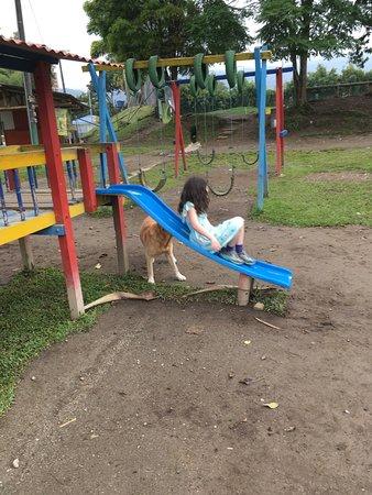 Parque La Pradera: Playground area