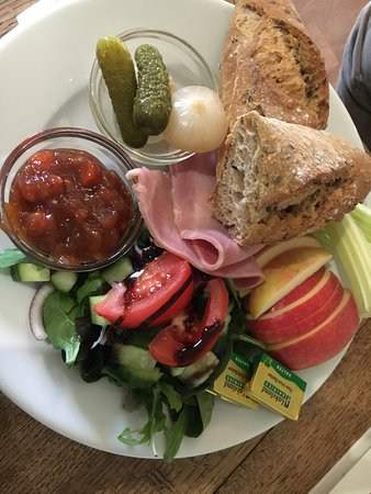 Moreton, UK: Ploughmans Lunch - Veggie & Gluten-free available too!