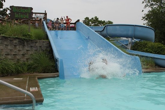 Pittsburg, KS: Features a 0 depth entry large pool with multiple slides, a toddler pool & a lazy river.
