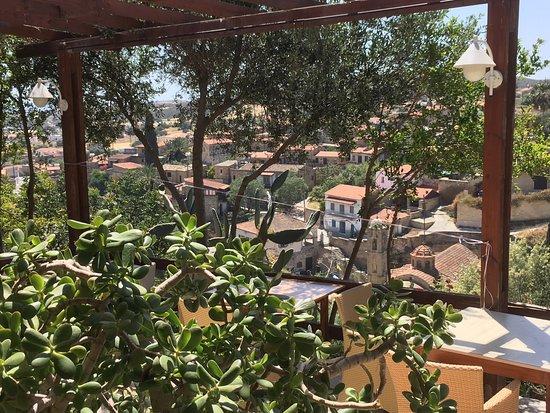 Tochni, Chipre: View of the village from the veranda