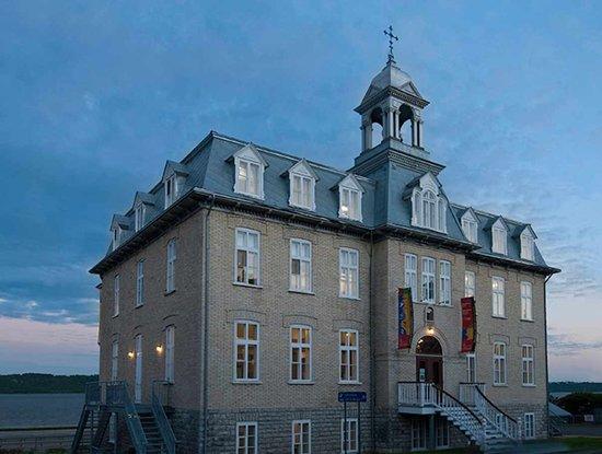 Château Richer, Canadá: Aspect extérieur_Aux Trois Couvents