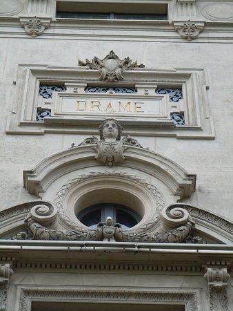 D tail des sculptures en fa ade picture of theatre de la porte saint martin paris tripadvisor - Theatre porte saint martin ...