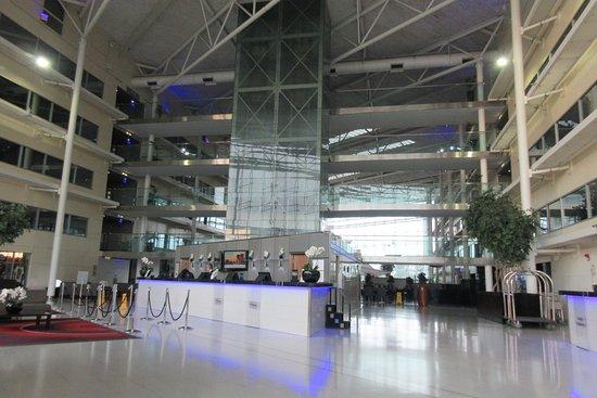 Hilton London Heathrow Airport: Lobby