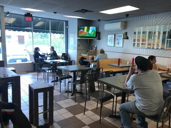 Lawrenceville, Нью-Джерси: Inside seating and TV