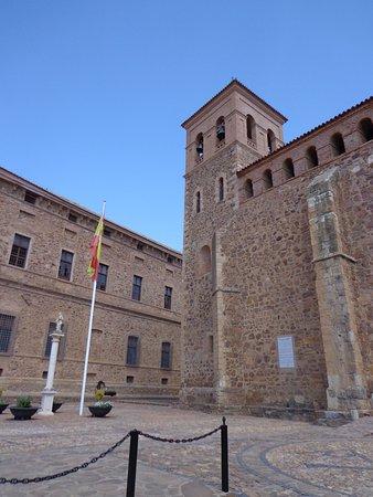 Viso del Marques, Hiszpania: Entorno de la Iglesia de Nuestra Señora de la Asunción