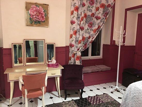 Chambre aubergine rdc suite - Picture of La Villa Rose, Juillac ...