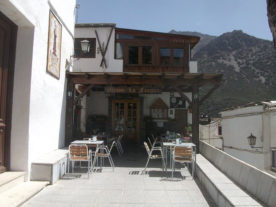 Meson La Fragua: Sunny terrace on a cool day
