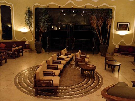 Mara Serena Safari Lodge: The lobby