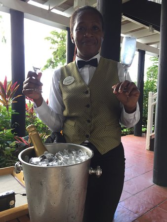 Sandals Negril Beach Resort & Spa: Service on the patio.