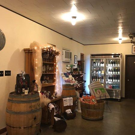 Conneaut Cellar Wineries: nice