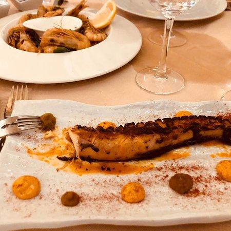 Restaurante Peix Vermell: Картина с лошадью и осьминог с креветками.