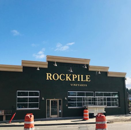 Healdsburg, Californien: Rockpile Vineyard tasting room almost complete!