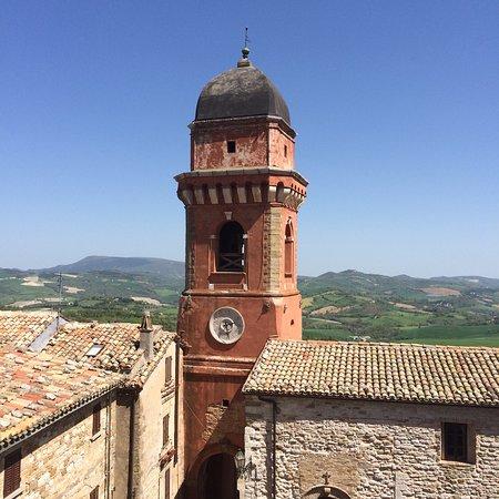 Castello di frontone italien omd men tripadvisor for Castello di frontone