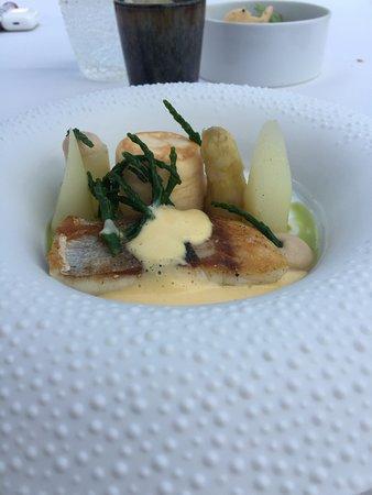 """Vivendum Restaurant - Hostellerie : Een tussengerecht met een maximaal Electrisch """"mond"""" effect , Mousselinesaus tot in de Perfectie"""