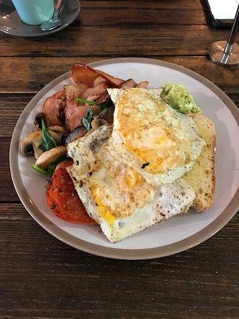 Leeton, Australia: Big breakfast.